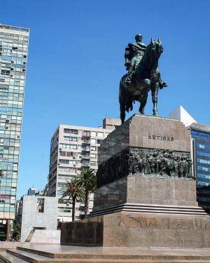 Montevideo - Statue Artigas