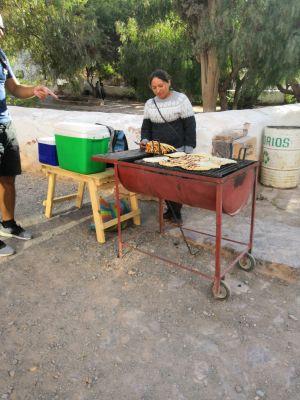 Purmamarca - Vendeuse d'empanadas géants